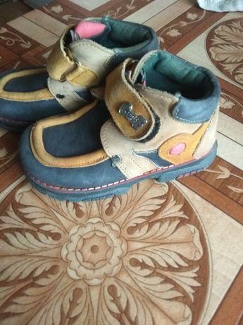 Осінні шкіряні черевики,24р.,по уст.14,5см.