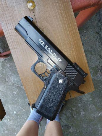 Pistolet na kulki metal