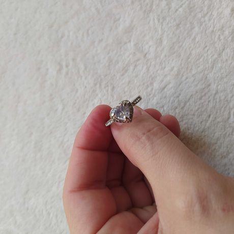 Nowy pierścionek z cyrkoniami serce prezent Dzień Kobiet