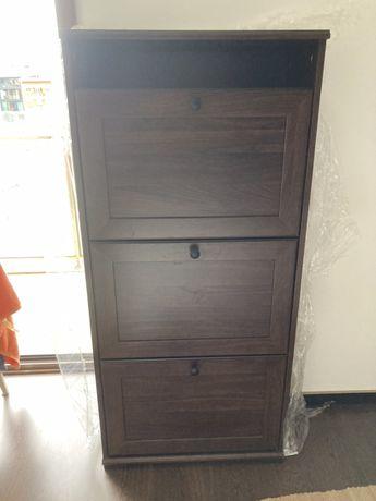 Sapateira IKEA com três compartimentos, castanho.