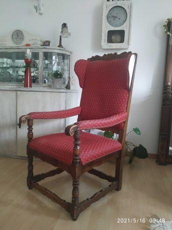 Fotel tapicerowany drewniany