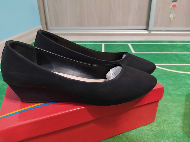 Buty na niskiej koturnie rozmiar 40