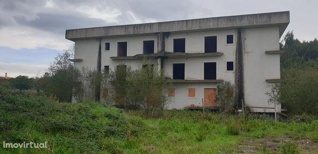 Edifício inacabado com 12 Apartamentos