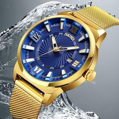 męski złoty zegarek z niebieską tarczą