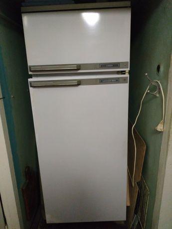 Продам холодильник 2-х камерный Минск 15М