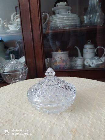 Bomboneira em vidro antigo peça bonita