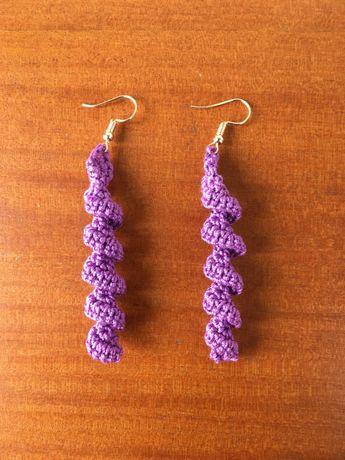 Brincos pendente torcido em crochet - artesanato - Novos