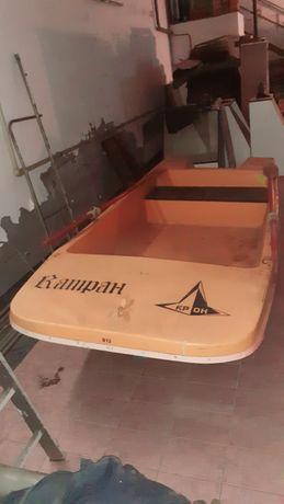 Стеклопластиковая моторная лодка Катран