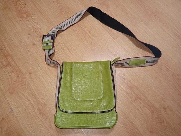 Zielona torebka na ramię J&D