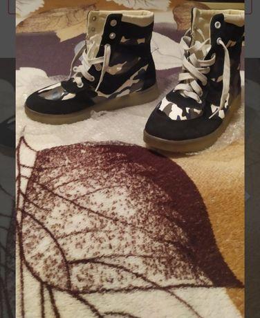 Ботинки.Спорт.35 р