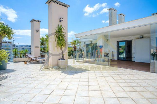 Vende-se Penthouse T3 com enorme terraço em Oeiras