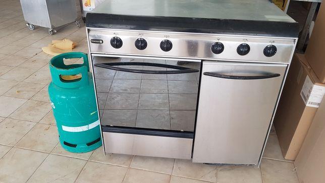 Vendo fogão com 5 queimadores sem uso.