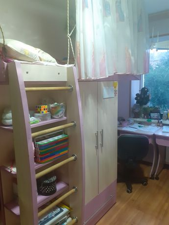 Кровать двухъярусная стол шкаф детская розовая