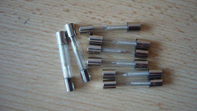 Bezpiecznik mikrofalówki 6,3x40mm; 0,7A 5KV; 700mA