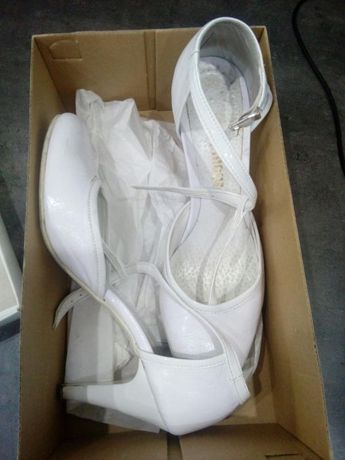 Sprzedam buty białe