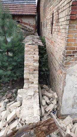 Gruz po rozbiórce budynku gospodarczego