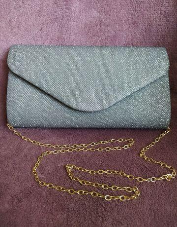 Srebrna kopertówka ze złotym łańcuszkiem
