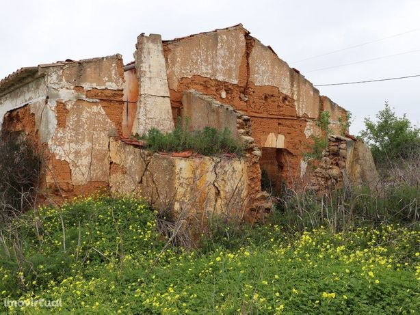 Terreno misto, com ruína em Guia Albufeira