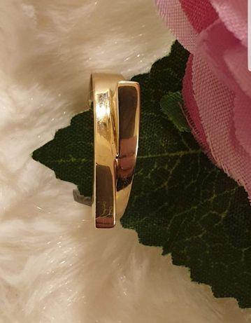 Damski złoty pierścionek