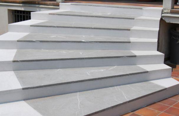 Schody kamienne zewnętrzne i wewnętrzne - stopień marmur, konglomerat