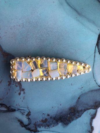 Złota spinka do włosów z kryształem górskim
