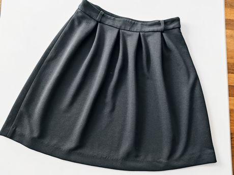 Spódnica Reserved rozkloszowana rozm 36 z zakładkami czarna