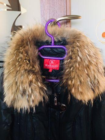 Зимний тёплый пуховик размер S, натуральный мех енота !