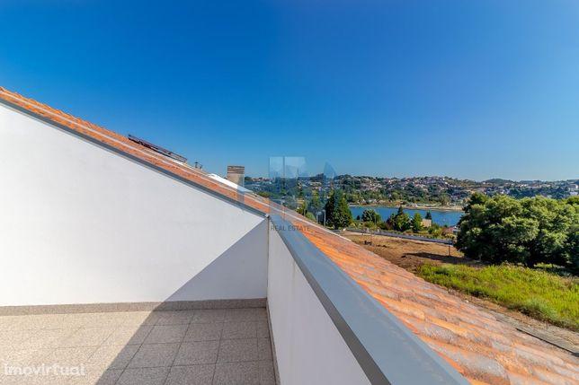 Moradia T3+1 Nova, com vista do Rio Douro