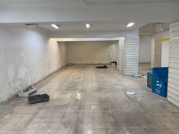 Aluga se loja Alges - 400 m2