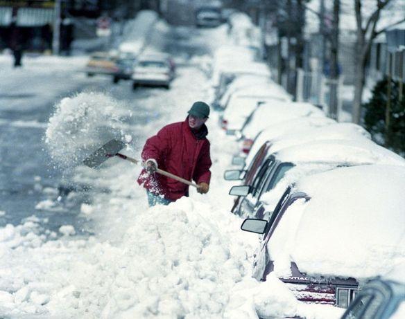 Ручная уборка снега, наледи, чистка крыш, дворов и территорий.