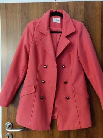 Płaszcz w kolorze fuksji
