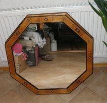 Зеркало диаметр 69см. и зеркало 30х110см новое.