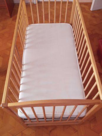Łóżeczko dziecięce z materacem
