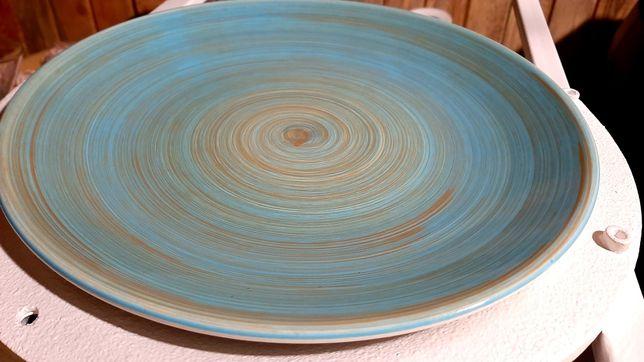 Продам цветные тарелки