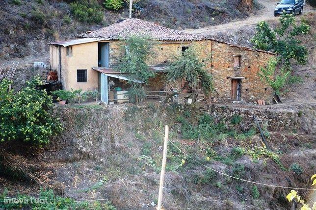 Venda de Quinta, localizada em Pomares