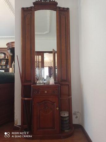 Sala de estar composta por Bar,sofás em pele ,mesa,móvel snooker