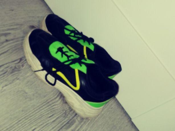 Zielone neonowe buty rozmiar 40 sinsay