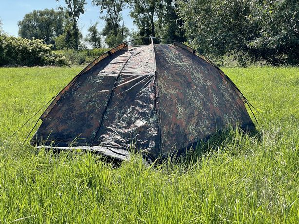 Namiot wojskowy dwuosobowy w kamuflażu
