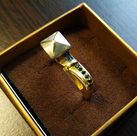 Золотой перстень с черными бриллиантами. Ручная работа.
