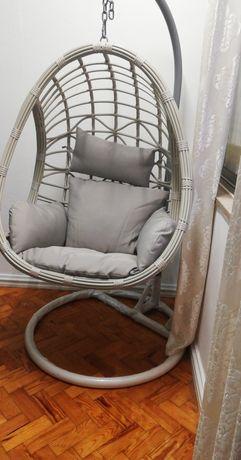 Cadeira baloiço como nova