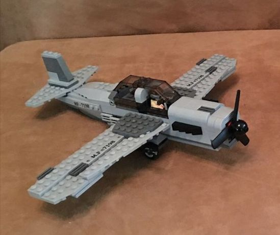 Самолет из набора Lego Indiana Jones 7198 Атака истребителя