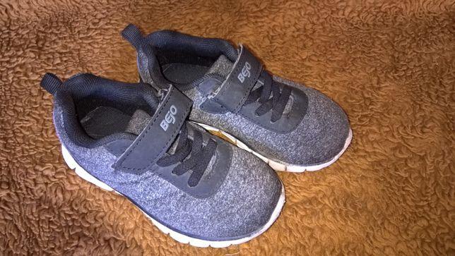 Buty sportowe firmy Bejo w rozmiarze 25.