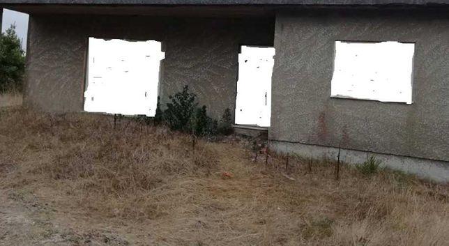 demolir casa velha de tijolo sem telhado na zona furadouro ovar