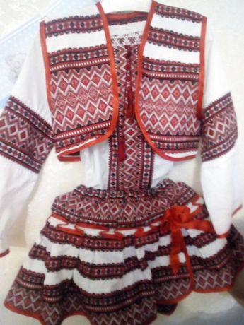 Ураїнський костюм на дівчинку