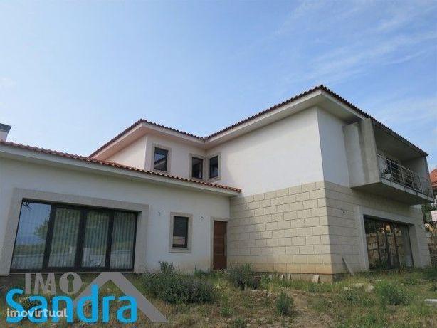 Moradia r/c e 1º andar (2 habitações)