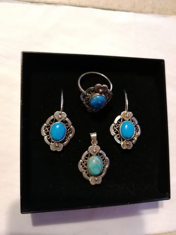 Zestaw srebrnej biżuterii z turkusem