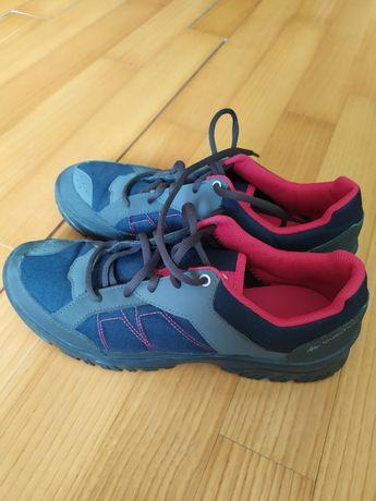 "Кросівки ""Quechua"""
