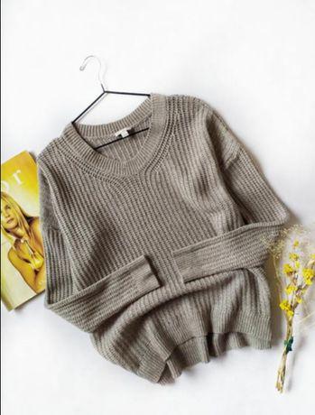 Актуальный свитер марки GAP