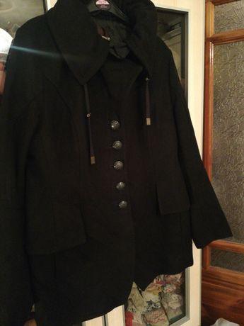 Płaszczyk czarny rozmiar 42 w stanie idealnym