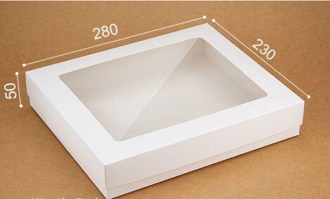 Коробка подарочная белая с окном